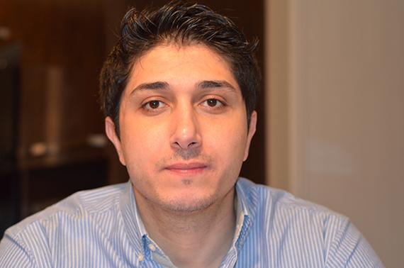 بدأ كريم طارق في طرق ابواب عالم التصميم عام 2000 خلال استكشافه لفوتوشوب 5